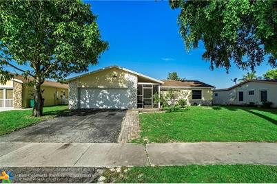 1070 SW 50th Ave - Photo 1