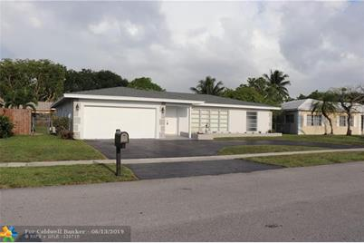 8305 NW 74th Ave - Photo 1