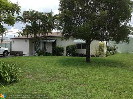 1521 SW 46th Ave - Photo 1