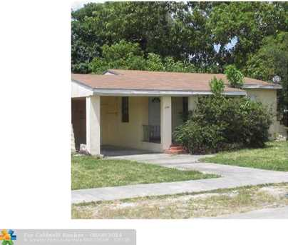 2245 Nw 96Th St - Photo 1