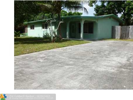 1529 NW 10th Ave - Photo 1