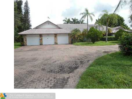 9909 NW 45th St - Photo 1