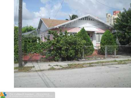 218 SW 13th Ave - Photo 1