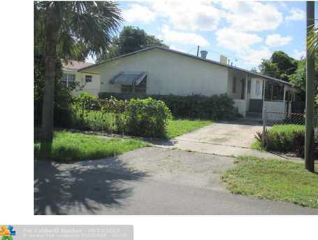 709 SW 4th Ter - Photo 1
