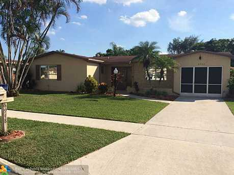 6948 NW 7th Ct - Photo 1