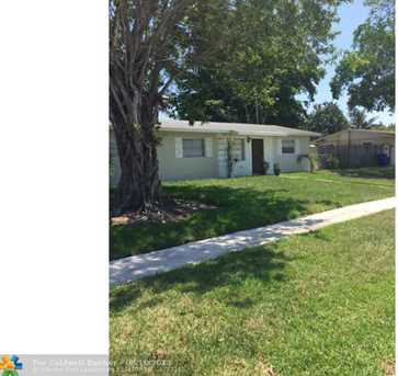 360 SW 64th Ter - Photo 1