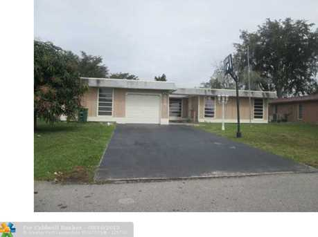 7203 NW 67th St - Photo 1