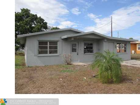 2711 NW 24th Ct - Photo 1