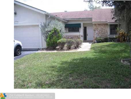 7031 NW 49 St - Photo 1