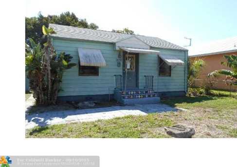 629 SE 4th Ave - Photo 1