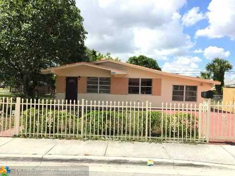 2808 NW 9th Ct - Photo 1