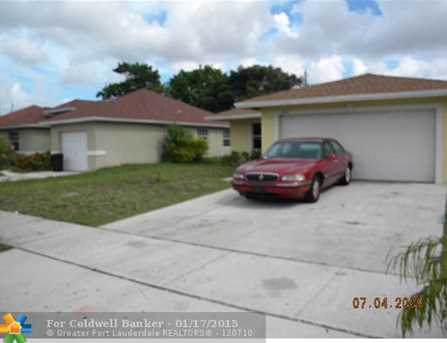 2710 NW 3rd St - Photo 1