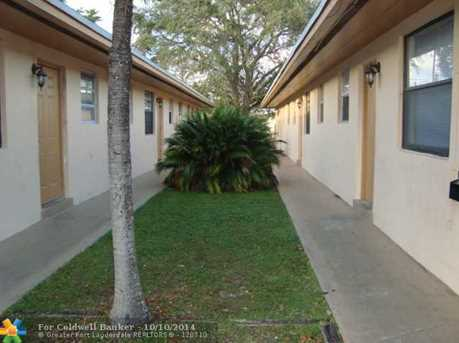 832 SW 10th St - Photo 1