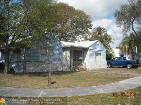 1845 SE 4th Ave - Photo 1