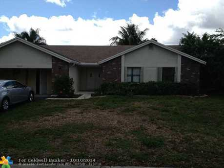 11272 NW 44th St - Photo 1