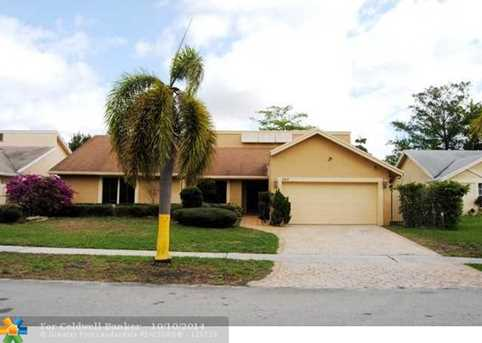 7417 NW 48th St - Photo 1