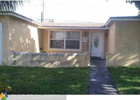3198 NW 43rd St - Photo 1