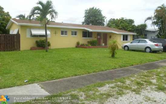 661 SW 30th Ter - Photo 1