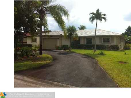 10400 NW 70th Ct - Photo 1