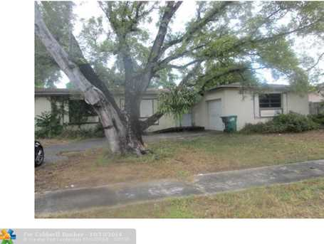 8261 NW 170th Ter - Photo 1