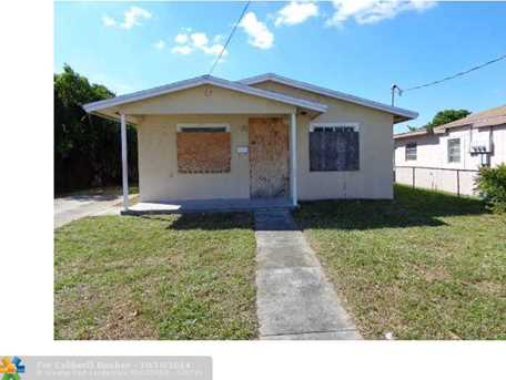 513 NW 3rd Ave - Photo 1