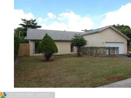 8701 NW 47th St - Photo 1