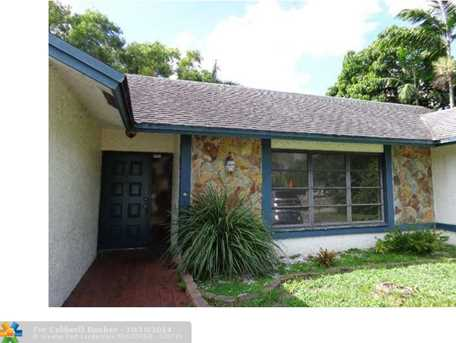 5697 SW 100th Ave - Photo 1