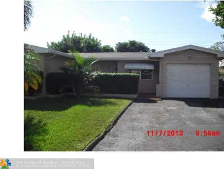 8470 NW 10th St - Photo 1