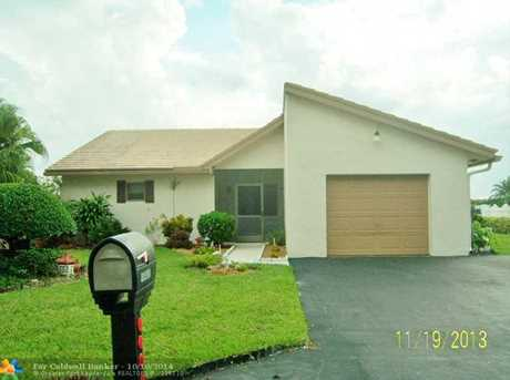 10400 NW 71st Pl - Photo 1