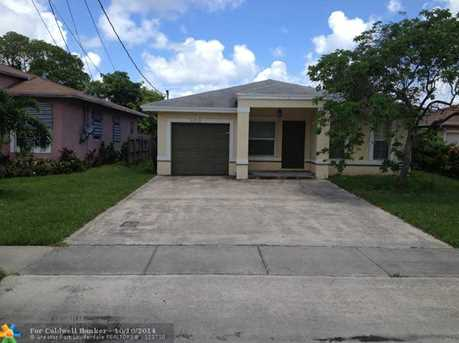 400 NW 16th Ave - Photo 1
