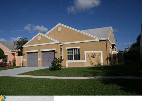 1421 SW 85th Ave - Photo 1