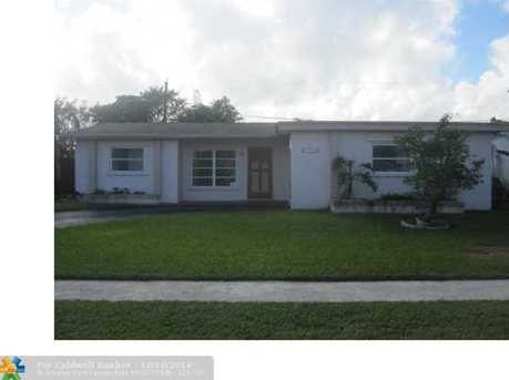 8980 NW 25th St - Photo 1