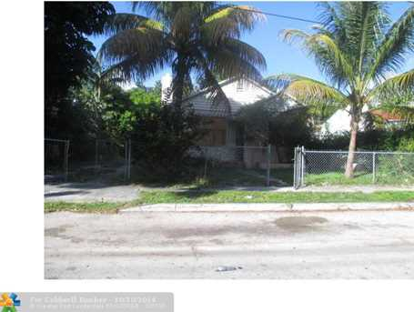449 NW 41st St - Photo 1