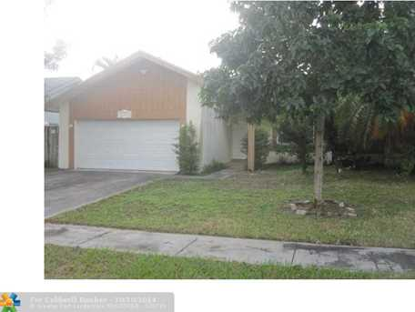7470 NW 37th St - Photo 1
