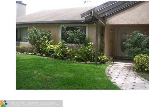 4977 NW 72nd Ter - Photo 1
