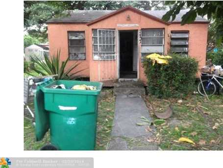 2432 NW 56th St - Photo 1