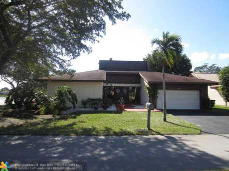 8502 NW 82nd St - Photo 1
