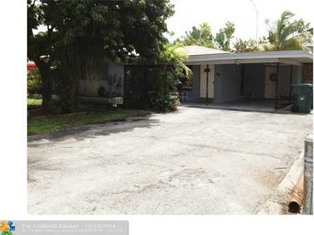 705 SW 20th Ter - Photo 1