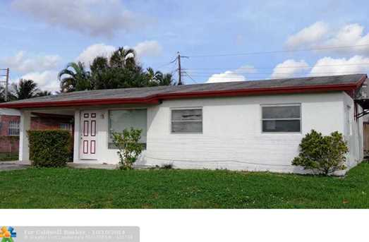 2561 NW 12th St - Photo 1