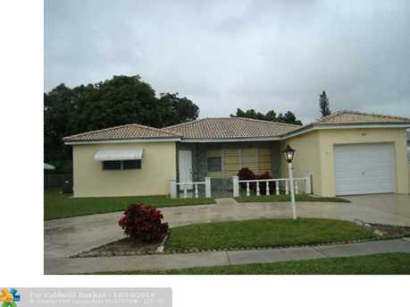 840 SW 50th Ter - Photo 1