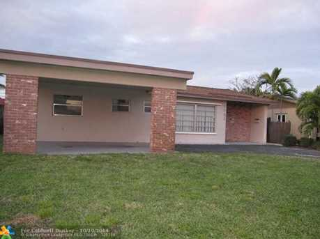 7731 NW 40th St - Photo 1