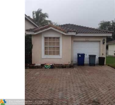 9240 NW 54th St - Photo 1