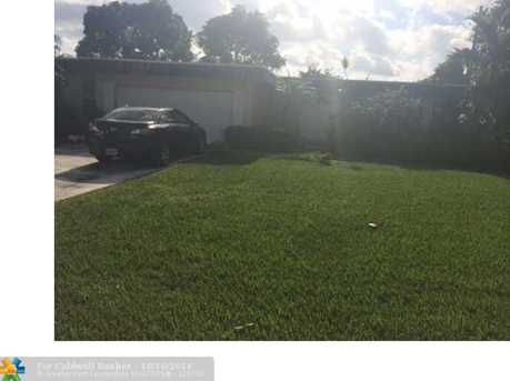 7018 NW 64th St - Photo 1