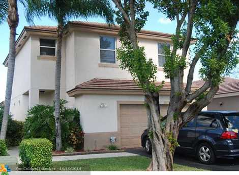 6885 NW 69th Ct - Photo 1