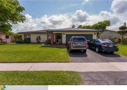 8206 NW 75th Ave - Photo 1