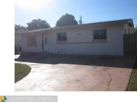 2810 NW 8th St - Photo 1