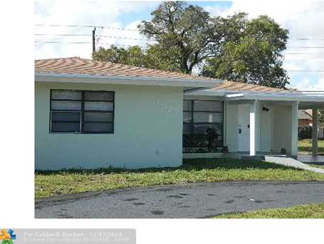 1527 NW 7th Ter - Photo 1