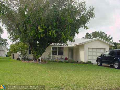 8207 NW 100th Ter - Photo 1
