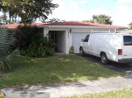 8303 NW 74th Ter - Photo 1