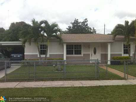 325 NW 189th Ter - Photo 1